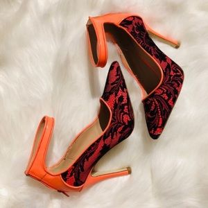 Lace pattern heeled shoes